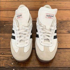 White hi-tongue Adidas Samba tennishoes